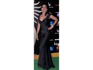 xworst-dressed-celebrities-iifa2-24-1466771398.jpg.pagespeed.ic.3YPXkfgG0F