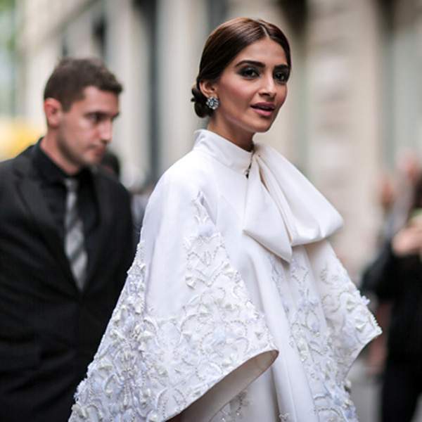 sonam-kapoor-in-ralph-and-russo-for-paris-fashion-week-day-1-201607-748778