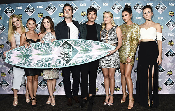pretty-little-liars-teen-choice-awards-2016