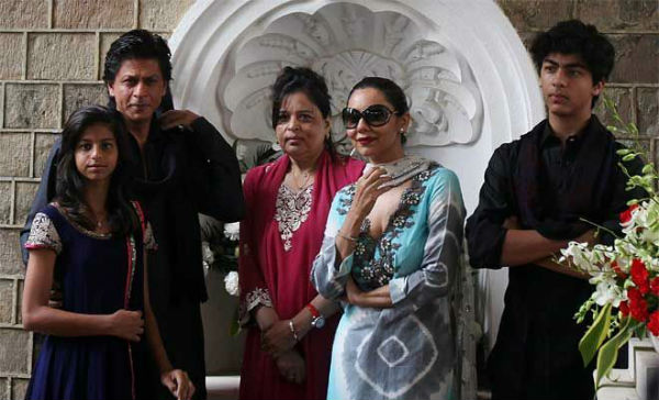 shah-rukh-with-wife-sister-and-children-1