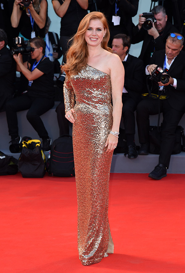 amy-adams-gold-dress-2
