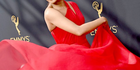priyanka-chopra-rocked-the-red-carpet-during-the-68th-emmy-awards-201609-798104