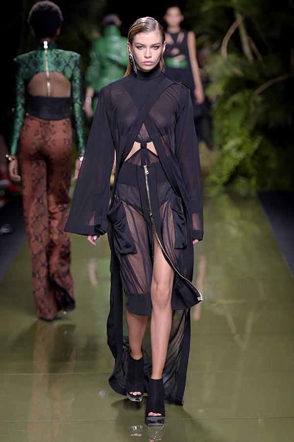 stella-maxwell-balmain-paris-fashion-week-rex-ftr