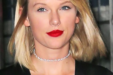taylor-swift-red-lips-blonde-hair-spl-ftr