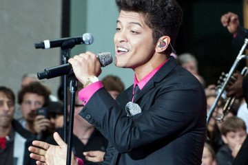 bruno-mars-performing-at-superbowl-2014-gallery-1