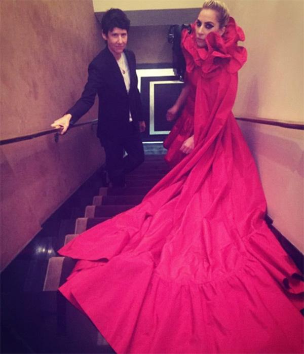 lady-gaga-red-dress-ftr