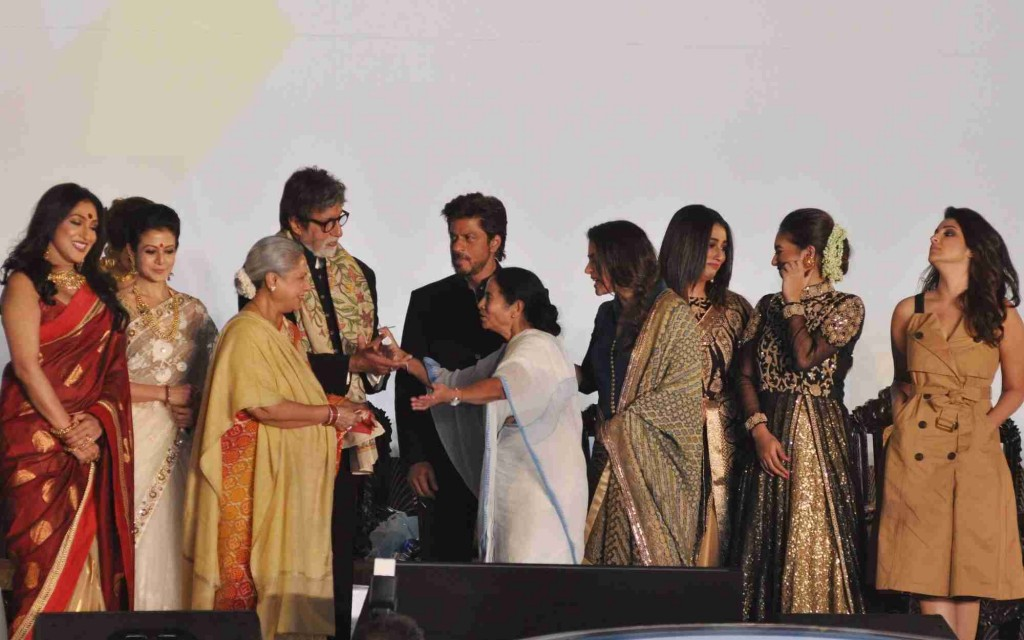 Kolkata: West Bengal Chief Minister Mamata Banerjee, actors Amitabh Bachchan, Jaya Bachchan, Shah Rukh Khan, Kajol Devgan and Parineeti Chopra during the inauguration of 22nd Kolkata International Film Festival (KIFF) in Kolkata on Nov 11, 2016. (Photo: Kuntal Chakrabarty/IANS)