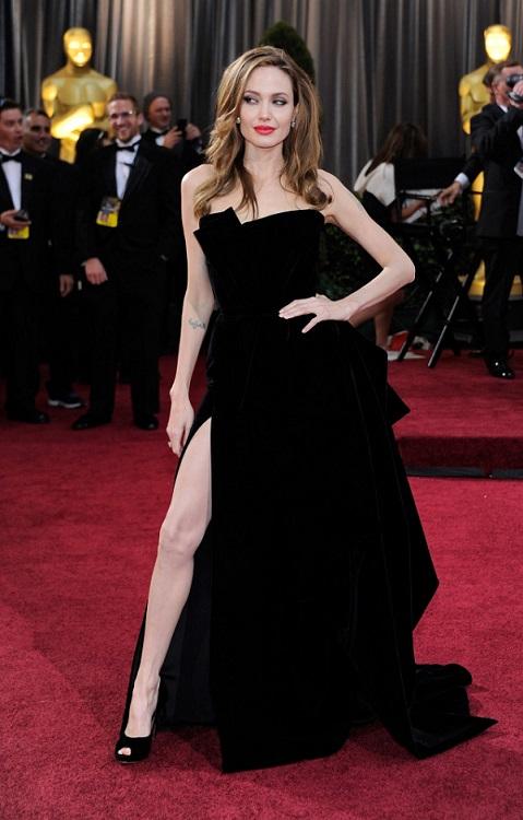 angelina-jolies-right-leg-becomes-oscar-2012-highlight