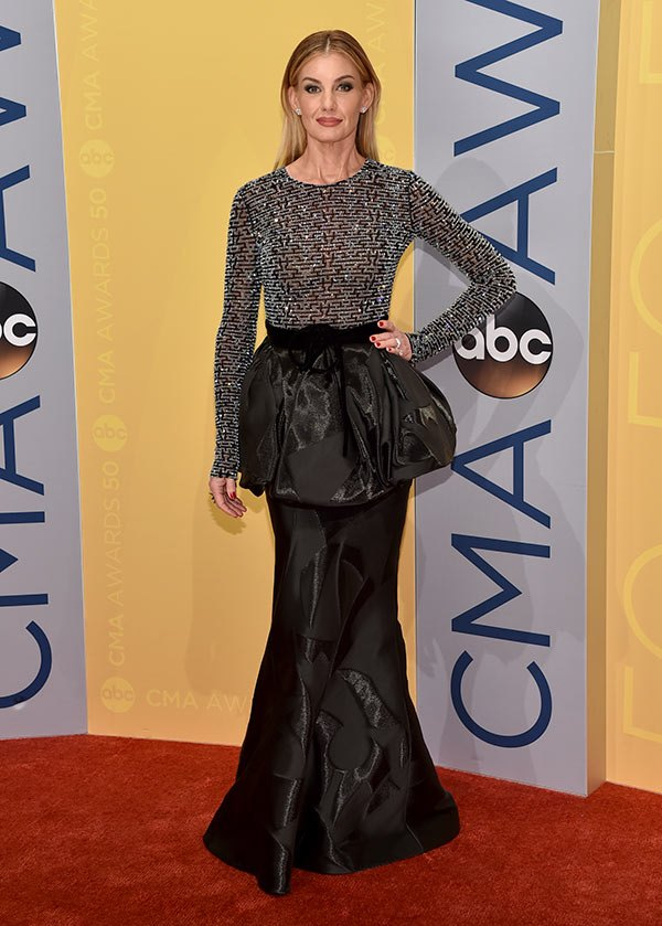 faith-hill-cma-awards-2016-country-music-association-best-dressed-ftr