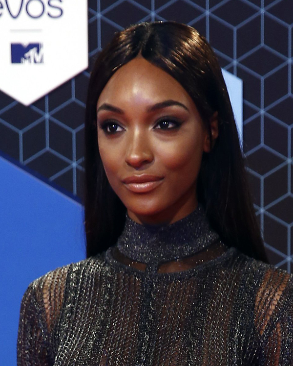 Copyright 2016 The Associated Press. All rights reserved. This material may not be published, broadcast, rewritten or redistributed without permission. Mandatory Credit: Photo by Vincent Jannink/AP/REX/Shutterstock (7391345av) Model Jourdan Dunn poses for photographers upon arrival at the MTV European Music Awards 2016 in Rotterdam, Netherlands Netherlands MTV EMA 2016 Arrivals, Rotterdam, Netherlands - 06 Nov 2016