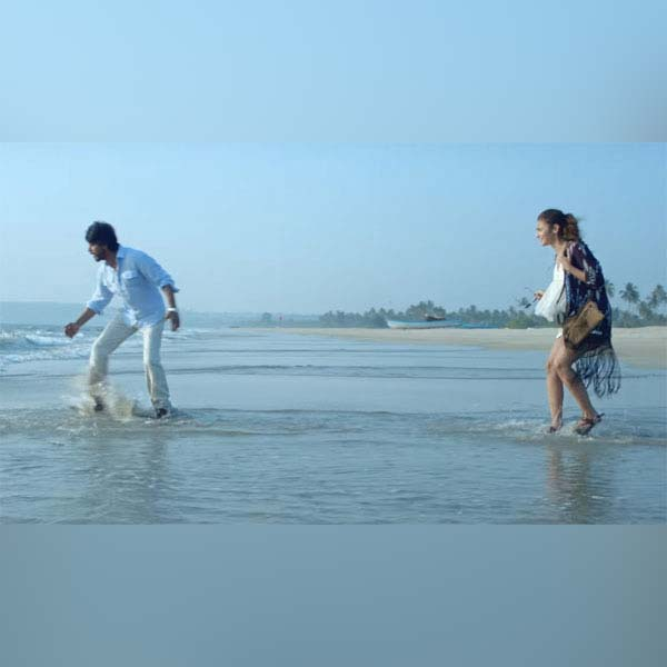 shah-rukh-khan-and-alia-bhatt-have-fun-playing-kabaddi-on-the-beach-201610-817027
