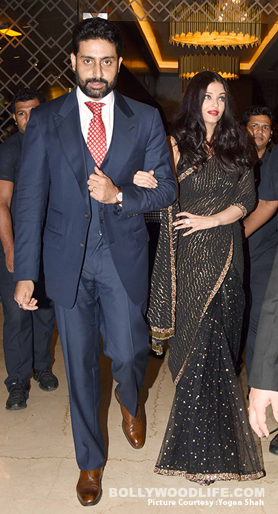 Aishwarya-Rai-Bachchan-and-Abhishek-Bachchan-walk-hand-in-hand-at-grand-premiere-of-Sachin-A-Billion-Dreams