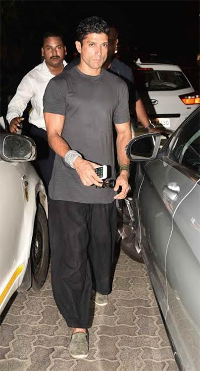 Farhan-Akhtar-at-Karan-Johars-Birthday-Bash