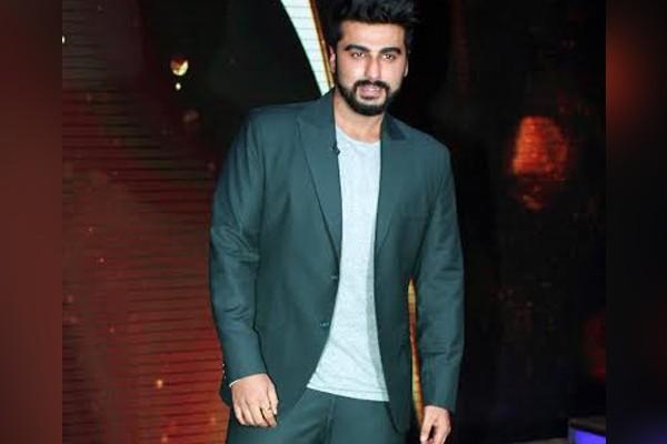 Arun-Kapoor-in-Anish-Rawra-suit-for-Sabse-Bada-Kalakar-grand-finale-3