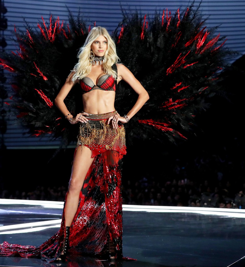 Mandatory Credit: Photo by Matt Baron/REX/Shutterstock (9229588hr) Devon Windsor on the catwalk Victoria's Secret Fashion Show, Runway, Shanghai, China - 20 Nov 2017