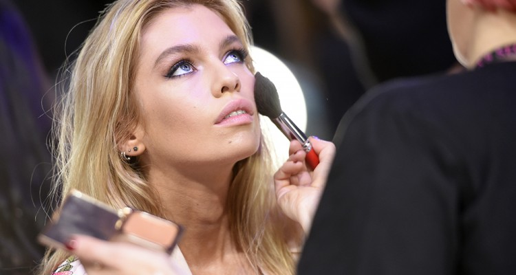 Victoria's Secret Hair: Get Exact Makeup Look On Models At 2017 Fashion Show