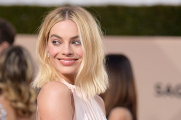 margot-robbie-best-beauty-2018-sag-awards-vftr