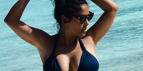 salma-hayek-51-challenging-liz-hurley-53-as-ultimate-bikini-queen-in-new-sexy-navy-suit-ftr-1