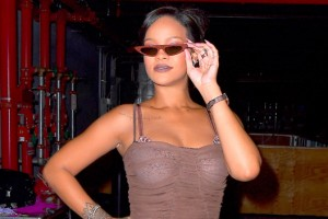 rihanna-shows-off-weight-loss-spl-ftr
