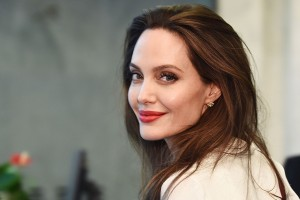 angelina-jolie-smiling-t