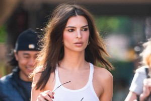 emily-ratajkowski-wears-see-through-crop-top-nothing-underneath-as-she-takes-dog-for-walk-in-nyc-e28093-pics-ftr