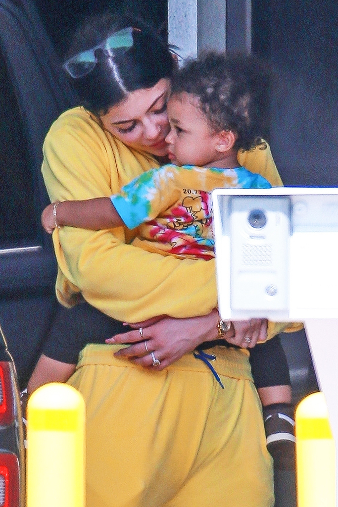 Los Angeles, CA  - *EXCLUSIVE*  - Kylie Jenner with Stormi and Travis Scott arriving on a jet back to LA. The family spent a vacation to mend things as a family. Pictured: Kylie Jenner, Stormi Scott BACKGRID USA 31 MARCH 2019  USA: +1 310 798 9111 / usasales@backgrid.com UK: +44 208 344 2007 / uksales@backgrid.com *UK Clients - Pictures Containing Children Please Pixelate Face Prior To Publication*
